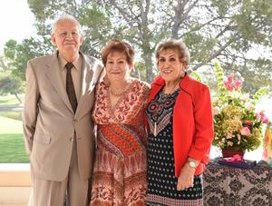 07102017 UN AñO MáS DE VIDA.  Valente y Socorro junto a su hermana, Juana María Enríquez.