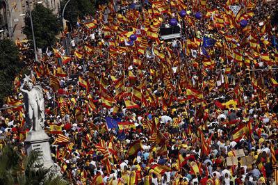Multitudinaria manifestación en Barcelona a favor de la unidad de España.