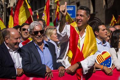 """""""La democracia española está aquí para quedarse y ninguna conjura independentista la destruirá"""", aseguró el premio Nobel Mario Vargas Llosa, quien se mostró muy crítico contra las autoridades independentistas de Cataluña y advirtió de que el nacionalismo es """"la peor de todas las pasiones"""" y ha provocado """"sangre y cadáveres"""" en todo el mundo."""