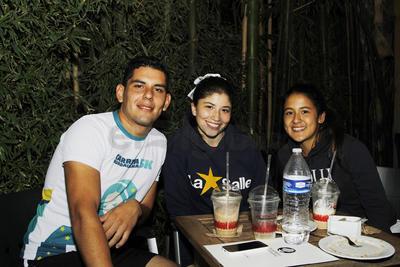 Ariel, Paola y Mariana.