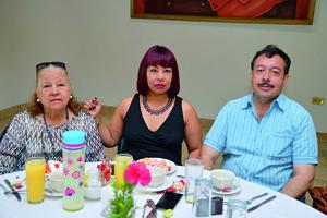 08102017 Juana María, Ana Lucía y Gerardo.