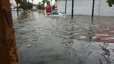 Se han reportado ya inundaciones en el desnivel de Lerdo y en el sector Centro de Torreón.