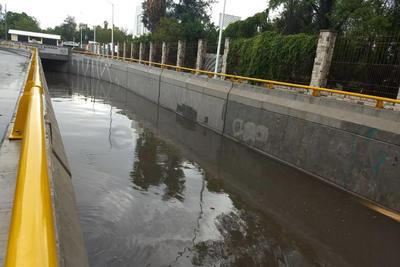 Cierran paso. En Ciudad Lerdo, el paso inferior Sarabia se inundó de nueva cuenta, por lo que fue cerrado como manera preventiva.