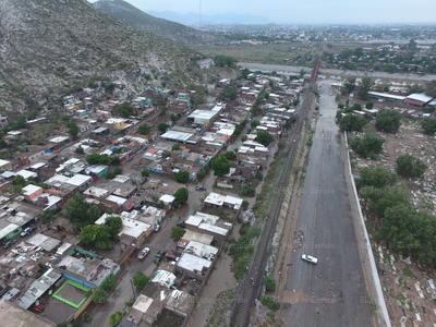 La tarde del martes una fuerte lluvia se abatió ahora sobre gran parte de la Comarca Lagunera, afectando mayormente a las zonas poniente, norte y Centro de la ciudad de Torreón.