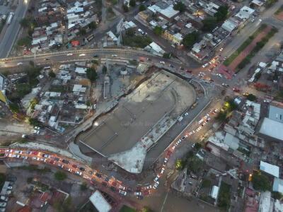 Sumergida. La Estación Nazas, que se construye como parte del sistema de Transporte metropolitano, quedó sumergida, debido a la gran cantidad de lluvia que cayó. Decenas de curiosos observaron el suceso.