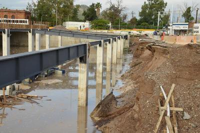"""""""La causa de la inundación es que traían mucha agua las calles Múzquiz y Ramos Arizpe, que escurren libremente su agua al río Nazas y se fue a la excavación..."""""""