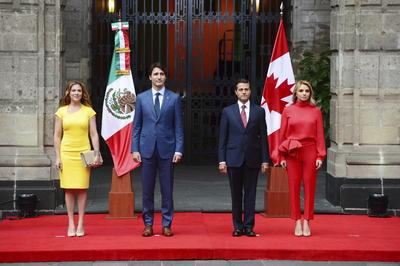 El presidente Enrique Peña Nieto encabezó la ceremonia oficial de bienvenida al primer ministro de Canadá, Justin Trudeau, quien realiza una Visita Oficial al país, acompañado por su esposa, Sophie Grégoire Trudeau.