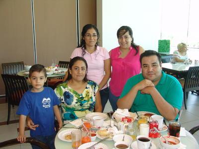 12102017 Marisol, Alejandra, Gerardo, Ángeles y Juan Pablo.