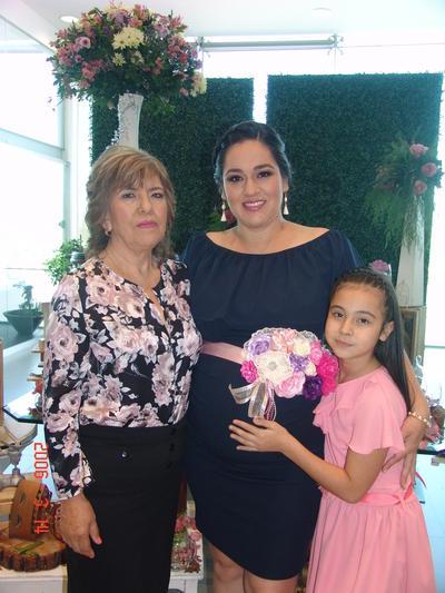 12102017 Nancy con su mamá, Leticia, y su hija, Sofía Fernanda.