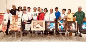 13102017 Jubilados de Torreón, Coahuila, presentaron diversas pinturas bajo la dirección de Guillermina Pérez de León.