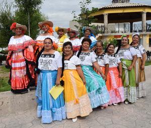 13102017 Grupo de danza folclórica de la Delegación D-IV-6 de Matamoros - Viesca, Coahuila, bajo la dirección de Socorro Romero Ramírez.