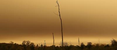 La presencia de 'Ofelia' hizo que en varios sitios de Europa el cielo fuera casi rojo.