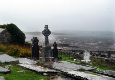 El Servicio Nacional de Meteorología irlandés alertó ayer de que los efectos de Ofelia podrían ser tan devastadores como los que provocó en 1961 el huracán Debbie, que causó 18 muertos en Irlanda.