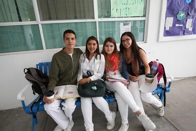 Carlos, Jessica, Larissa y Daniela.