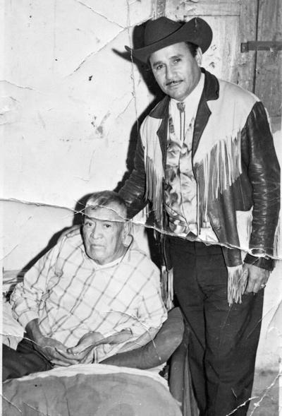 15102017 José Ramón O. Acosta y Beatriz Pérez Aguirre en Gómez Palacio, Durango, en julio de 1972.