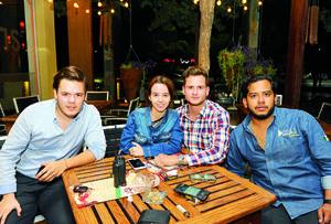 20102017 ENTRE AMIGOS.  Raúl, Ana Luisa, Miguel y Daniel.