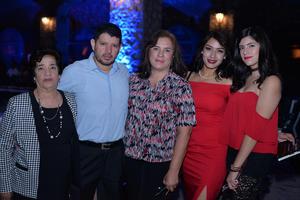 22102017 EN FAMILIA.  Celia, Filiberto, Claudia, Ingrid y Érika.