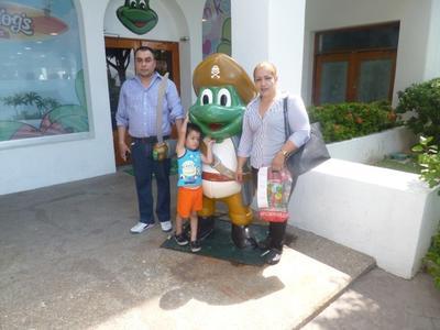 26102017 Familia Quiñones Flores en sus vacaciones en Mazatlán.