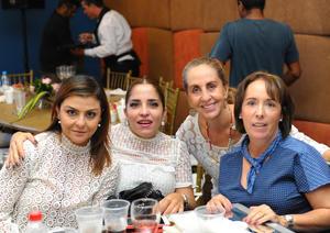26102017 En un desfile de modas. Mayra, Paola, Mayela y Carmen.