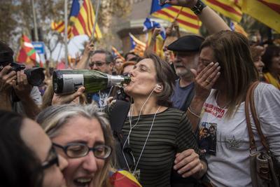 El Parlamento catalán aprobó la declaración unilateral.