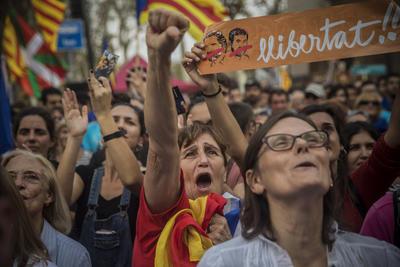 Miles en Cataluña celebran su independencia.