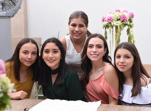 Ana Carmen, Natalia, Samy, Dany y Luciana.