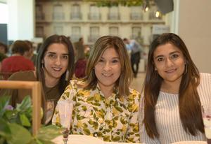 Danaí, Lupita y Daniela.