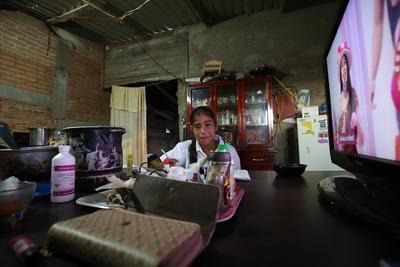Niños y adolescentes, pese a lo adverso del entorno, respaldan el esfuerzo familiar, que es diario.