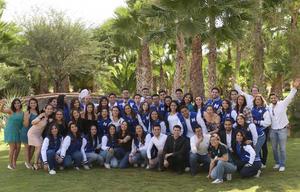 29102017 MUY CONTENTOS.  Alumnos de la carrera de Medicina en su reunión de fin de cursos.