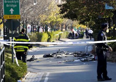 Las autoridades no han facilitado un saldo provisional de las víctimas, pero medios locales dan cuenta de que los muertos son seis y unas quince personas han resultado heridas.