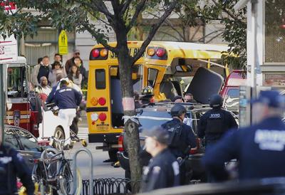 """Las autoridades de Nueva York calificaron hoy como un """"cobarde acto de terrorismo"""" el atropello múltiple que se registró en el centro de la citada ciudad y que causó ocho muertos y un número no determinado de heridos."""