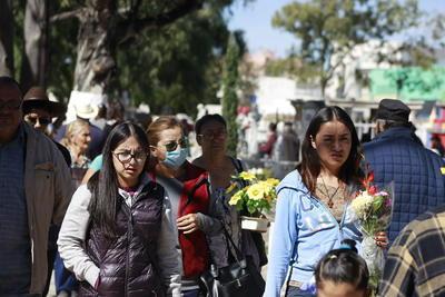 """""""Solo levantamos el censo con nombre y dirección de los adultos, levantar el de los menores sería como aprobar que ellos trabajen y la verdad no podemos aprobarlo pero tampoco podemos sacarlos"""", comentó Francisco Javier Curiel García, administrador del Panteón."""