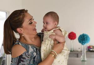 03112017 GRATOS MOMENTOS.  Natalia con su mamá Claudia Gutiérrez Ceniceros.