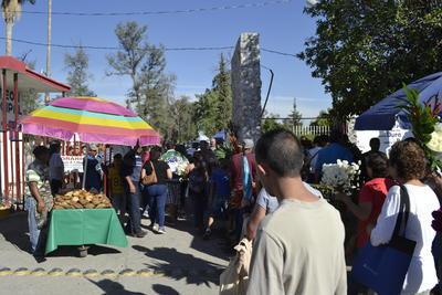 La celebración del Día de Muertos sigue viva en La Laguna.