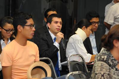 El primer debate se desarrolló entre el Tec de Monterrey y la UANE, mientras que la UAL no tuvo contrincante debido a que las y los representantes de la Universidad Autónoma de Coahuila decidieron no presentarse al evento, por lo que la dinámica fue distinta.