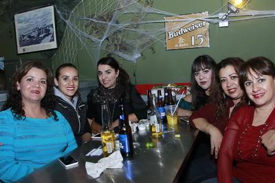 Alicia, Eliza, Magda, Sandra, Elizabeth y Flor.