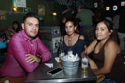 David, Gaby y Yoseline.