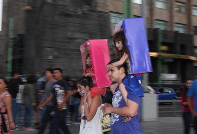 """Todos se sumaron a la marcha """"zombie""""."""