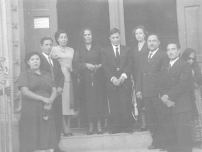 29102017 Irma Acevedo Moreno (f) y José Santiago Rosales González se casaron en la Iglesia de San José el 25 de septiembre de 1977.