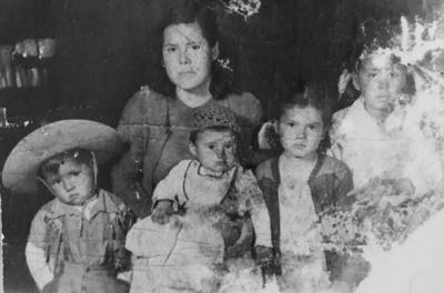 05112017 Roberta Tello acompañada de Lucio (f), Juan (f) y Francisca.