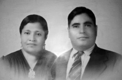 05112017 Sra. Ricarda Martínez Guillén (f), Sr. Antonio Torres Delgado (f) y niña María de la Luz Torres Martínez (f).