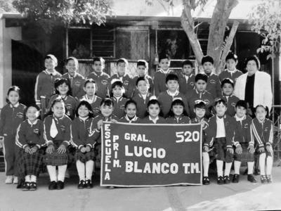 05112017 Escuela Primaria Lucio Blanco T.M., hace algunos ayeres.