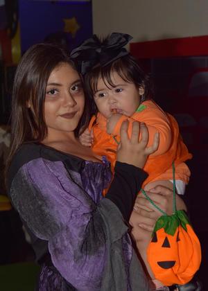 05112017 EN FESTEJO.  Sabrina y Rayza.