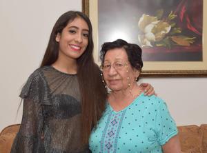 06112017 EN FAMILIA.  Paola con su abuelita, Ma. Pilar Ordaz de Cárdenas.
