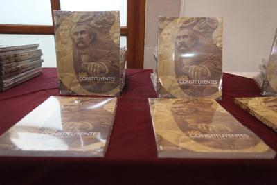 Previo a la presentación del Libro se llevó a cabo la develación de una escultura en honor a los constituyentes duranguenses de 1917.