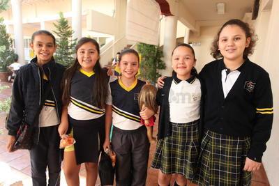 Victoria, Karla, Renata, Katerine y Regina.