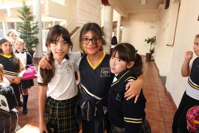 Rebeca, Stephanie y Priscila.