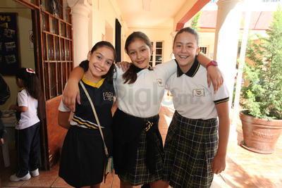 Melany, Daniela y Valeria.