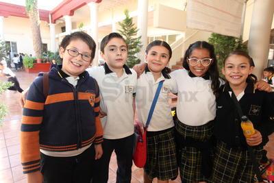 Natalia, Mariana, Stefanía, Francisco y Manuel.