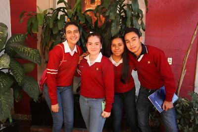 Paulina, Sonia y Melissa .